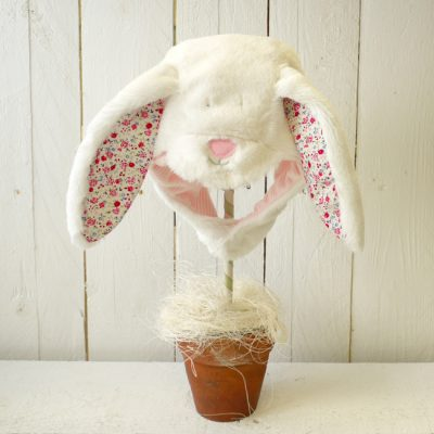 rrbt04-girl-fluffy-bonnet